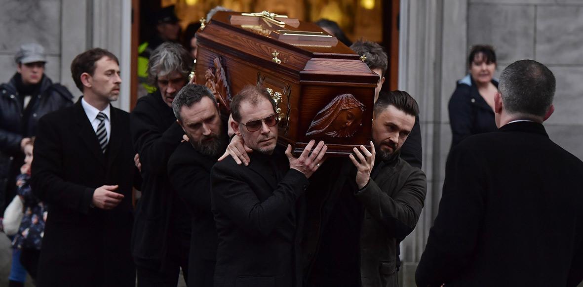 Fans, amigos y familiares le dan el último adiós a Dolores O'Riordan