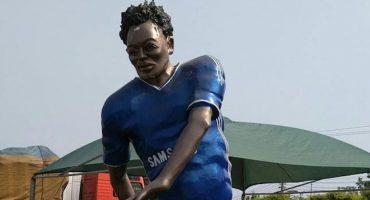 De los creadores del busto de CR7, llega la estatua de Michael Essien