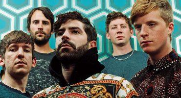 Why God?! El bajista de Foals abandona la banda después de 12 años juntos
