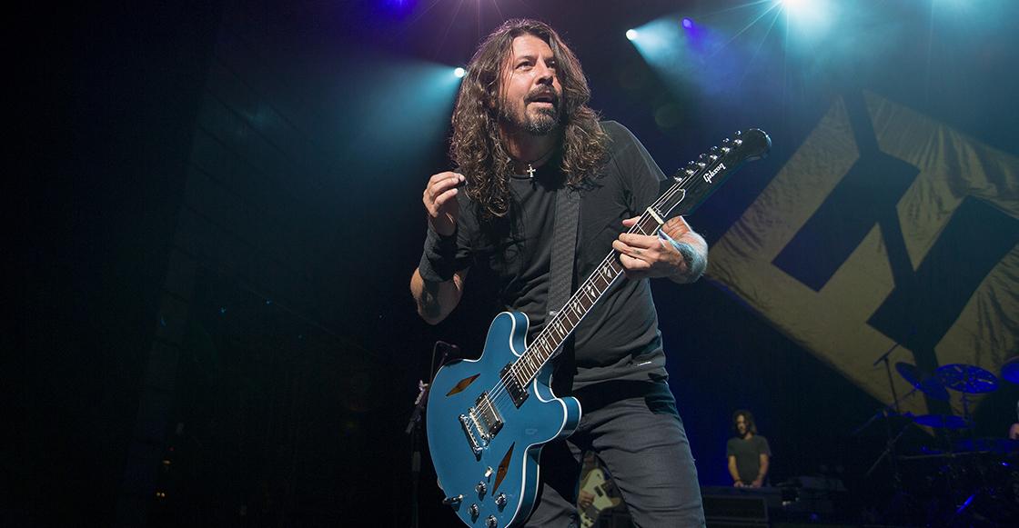 """Mira cómo el """"doble"""" de Dave Grohl la rompe durante concierto de Foo Fighters"""