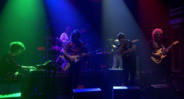 """The Voidz tocando """"Leave It In My Dreams"""" en el show de Jimmy Fallon es lo mejor que escucharás hoy"""