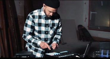 """Justin Timberlake se pone a experimentar con cajas de ritmo en """"Say Something"""""""