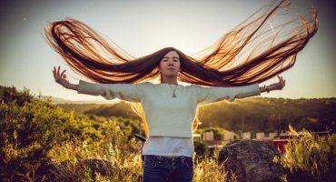 ¡Mueve la melena, nena! Conoce a la chica con el cabello más largo del mundo