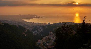 En las costas de Beirut, el mar arrojó inmensas cantidades de basura a tierra firme... ¿será un mensaje de la madre naturaleza?