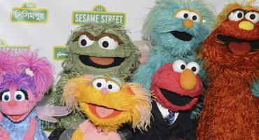 Adiós infancia: así controlan los titiriteros de Plaza Sésamo a sus marionetas