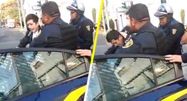 ¡Combatiendo al crimen! Policías de la CDMX detienen a un joven por... pegar anuncios 