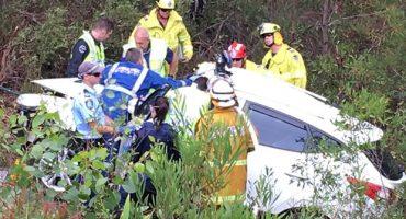 Rescate de joven atrapado en auto