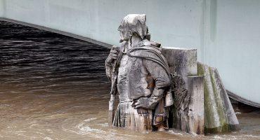 De último momento: El Río Sena, en París, se ha desbordado 😰