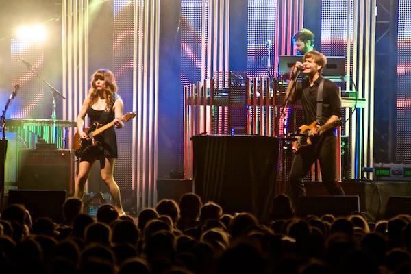 The Postal Service ofreció una gira por el décimo aniversario de 'Give Up' y en ella también se embarcó Jenny Lewis, quien les ayudó con las voces para el disco.