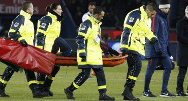 Neymar mostró las heridas de la batalla tras salir en camilla