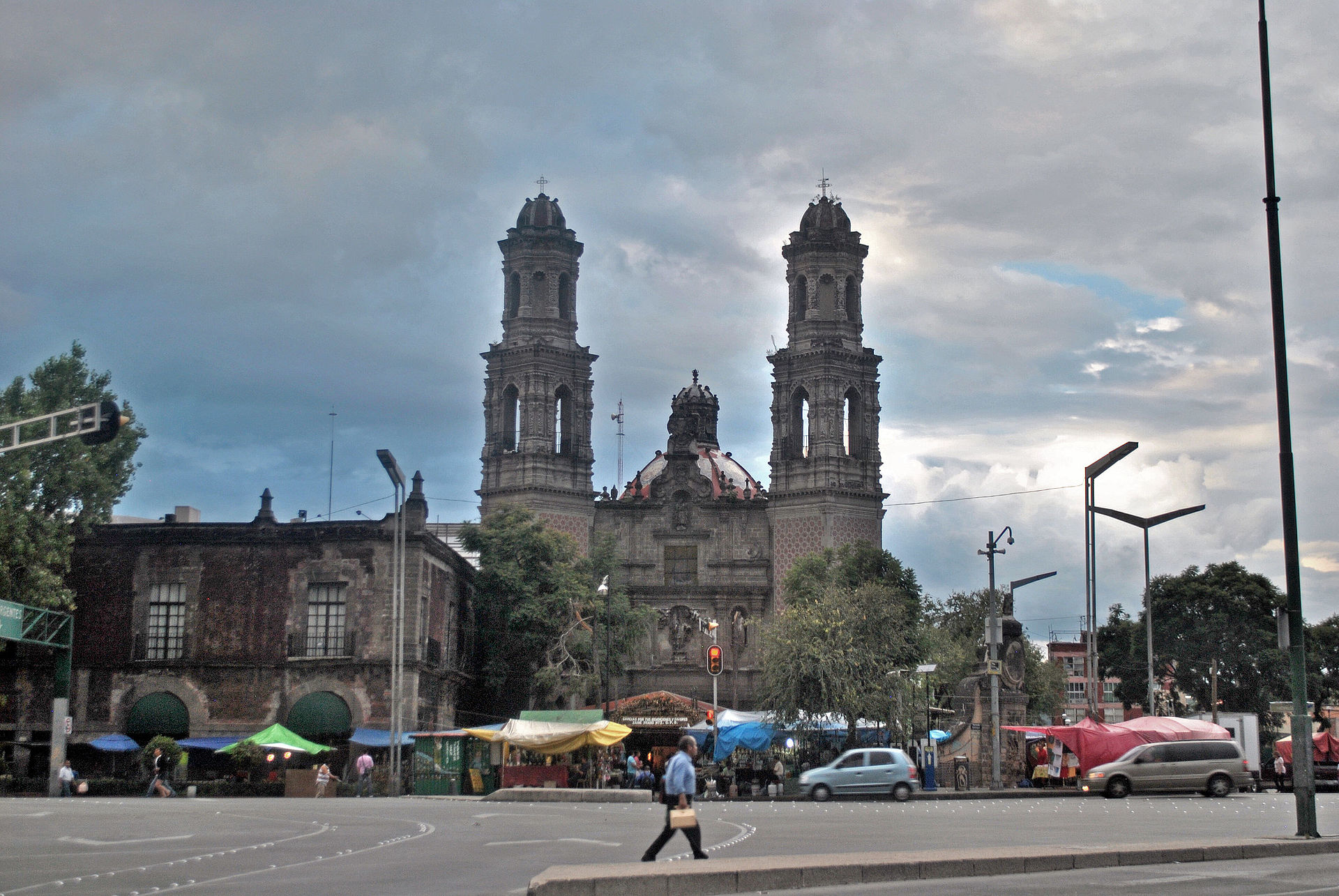 Encuentran a hombre colgado frente a Iglesia de San Juditas Tadeo