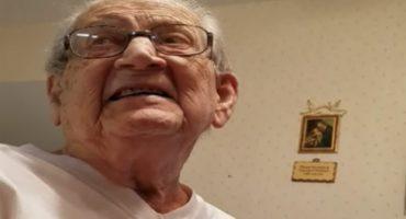 La reacción de este viejito cuando descubre su verdadera su edad, te sacará más que una sonrisa