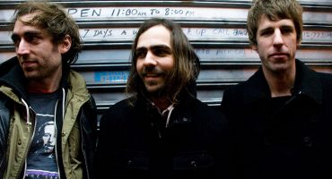 "A Place to Bury Strangers anuncia nuevo disco y comparte ""Never Coming Back"""