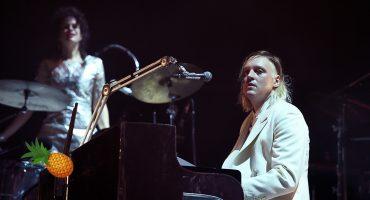 Escucha la nueva canción tropical y altruista 'Ann Ale!' de Arcade Fire