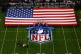 La bandera de los Estados Unidos momentos antes del Himno Nacional / Getty Images