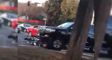 Una camioneta de la Embajada de Estados Unidos atropelló a dos motociclistas