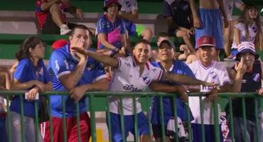 Gestos reprobables de aficionados de Nacional a los de Chapecoense