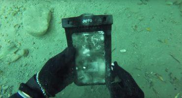 Este hombre encontró un iPhone bajo el agua, ¿lo mejor? ¡Todavía funcionaba!