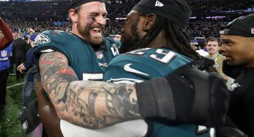 Chris Long y LeGarrette Blount dos ex Patriots campeones con Eagles