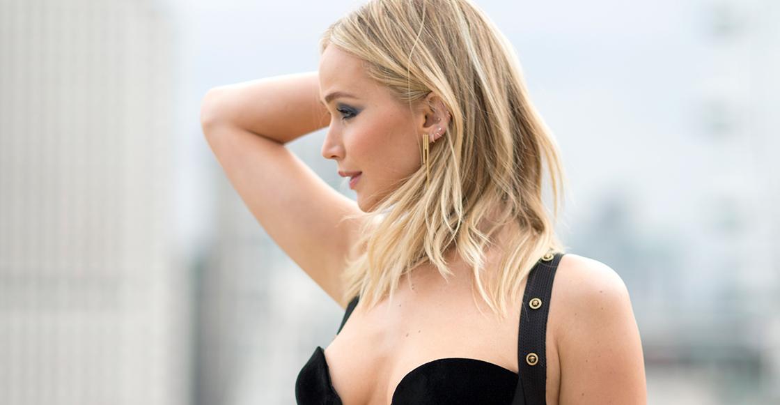 "¡Bravo! Jennifer Lawrence responde a críticas a su vestido demasiado ""descubierto"""