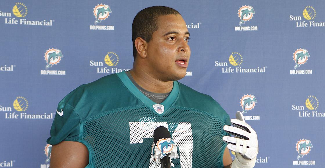 ¿Se acuerdan del jugador de la NFL que bulleaban? Fue arrestado por una foto 'amenazadora'