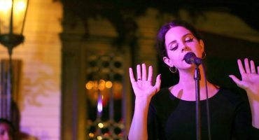 The hills are aliveeee with the sound of music 🎶 Lana del Rey trabaja en un musical