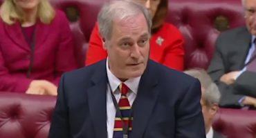 Ante todo, la puntualidad: lord renuncia a cargo por llegar retrasado al Parlamento