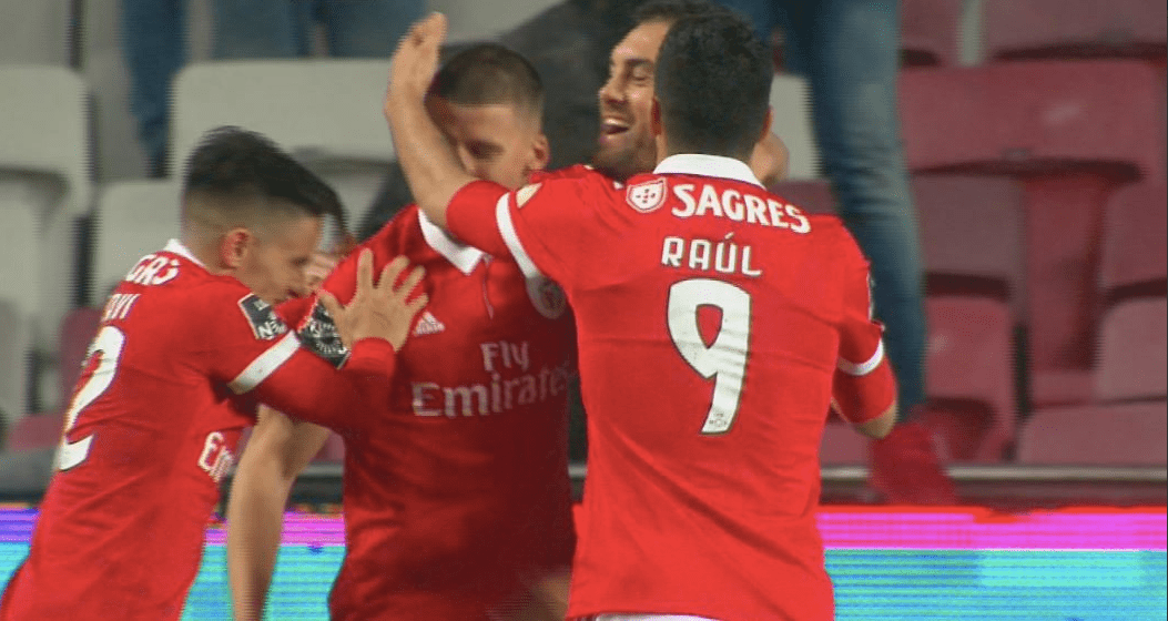 gol de Raúl Jiménez con Benfica contra el Río Ave