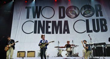¿Eres fan de Two Door Cinema Club? Pues, ¡Ya puedes comprar sus instrumentos!