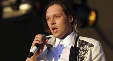 Win Butler se echó un palomazó y cantó 'Intervention' en un Karaoke de los Ángeles