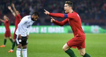 Cristiano le gana el duelo a Salah y salva el día para Portugal