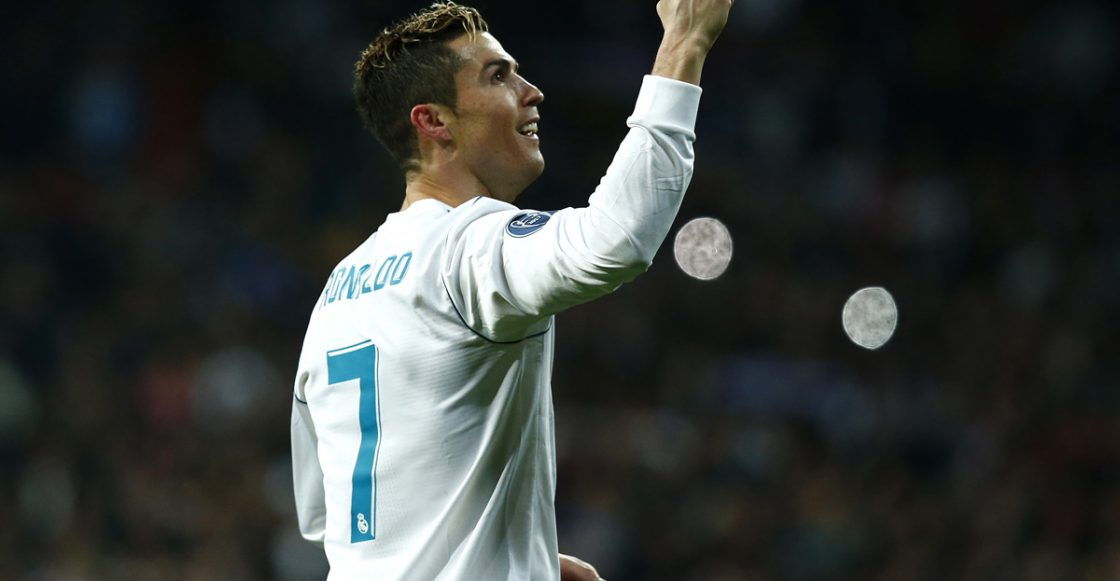 Cristiano Ronaldo del Real Madrid celebra el pase del equipo a los Cuartos de Final de la UEFA Champions League