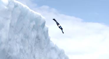 Video: Clavadista colombiano se aventuró desde dos icebergs en la Antártida