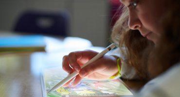 Apple presenta su nuevo iPad y rebaja su precio para los estudiantes