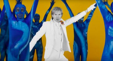 Beck se pone bailarín en el nuevo video de 'Colors' dirigido por… ¡Edgar Wright!