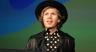 ¿De artista reconocido a acto telonero? Beck nos cuenta cuando abrió los shows de U2