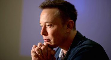 ¡Le falló a Elon Musk! Se le va la punta de un cohete al mar