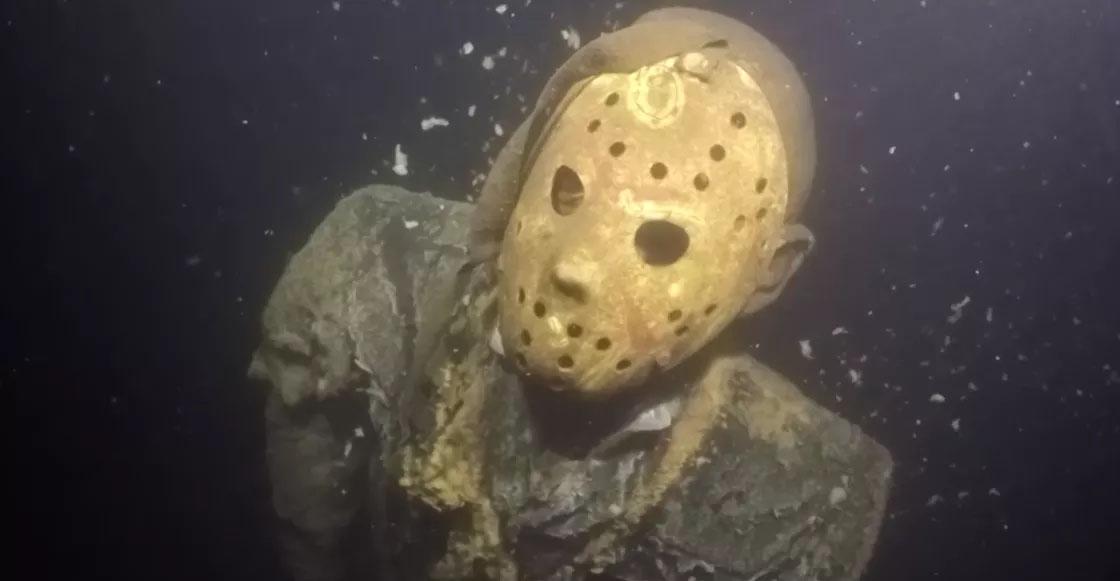 WTF?! Alguien puso una estatua de Jason Voorhees en el fondo de un lago en Minnesota