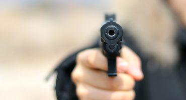 #LadyPistola: Por un pleito de tránsito, una mujer amenaza a otra con un arma y frente a sus hijos