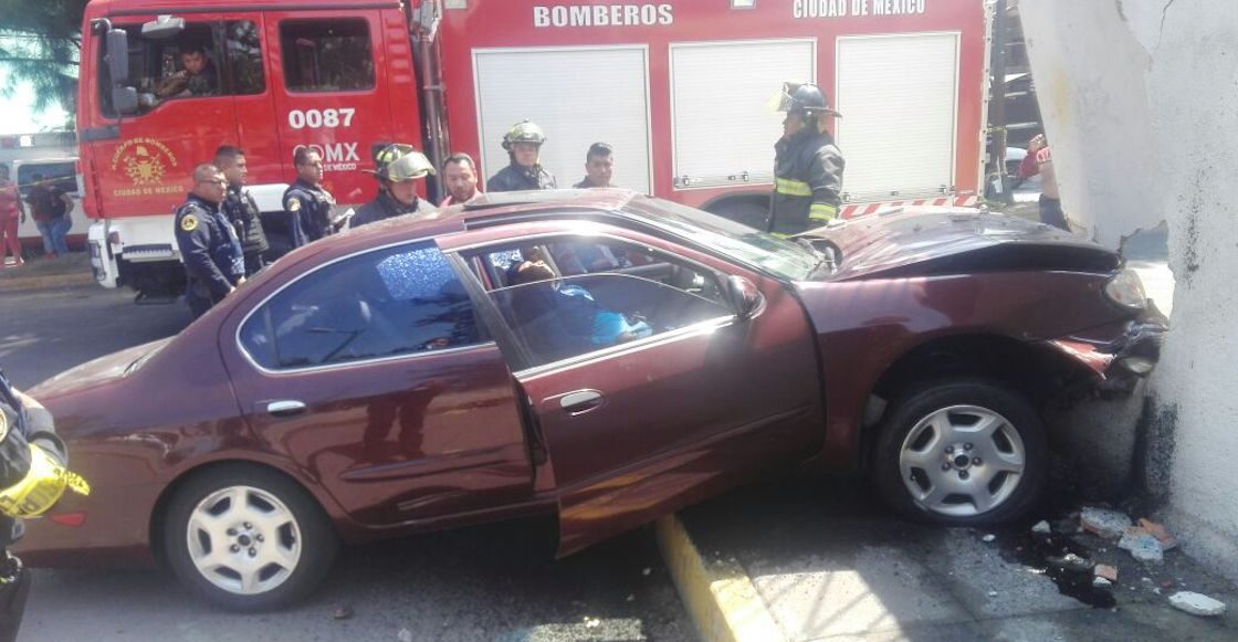 Asesinan a automovilista en Paseos de Churubusco, Iztapalapa, y este choca contra una vivienda