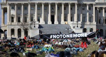 Ponen miles de zapatos afuera del Congreso de Estados Unidos para pedir control de armas
