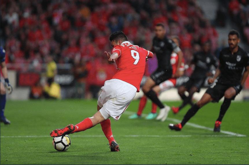 Raúl-Jiménez-Benfica-rabona-asistencia