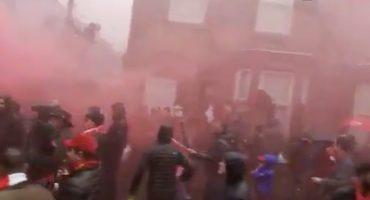¡Arde Liverpool! Fans de la Roma se enfrentan a la policía previo a la Champions