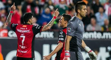 Otro error de Benjamín Galindo Jr. deja a las Chivas virtualmente sin liguilla