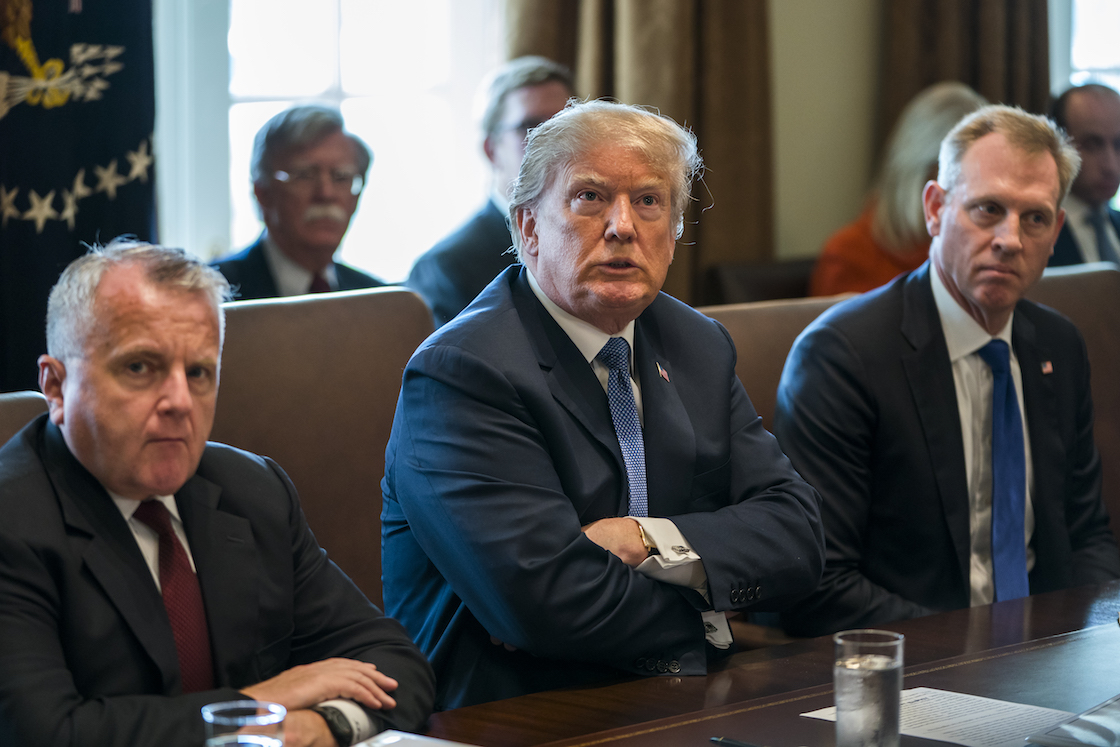 renuncia asesor de seguridad de Donald Trump
