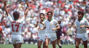 ¡Manuel Negrete se quedó con el mejor gol en los Mundiales!