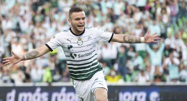 Santos goleó a Querétaro para amarrar subliderato