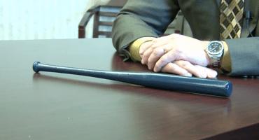 ¿Seguridad escolar? Pensilvania decidió armar a sus profesores con bates de béisbol miniatura