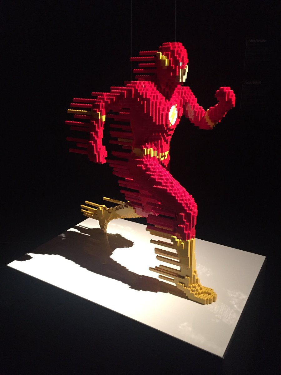 ¡Héroe sin capa! Cambió su carrera de abogado para seguir su pasión por las piezas de Lego