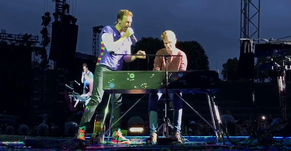 Chris Martin con fan